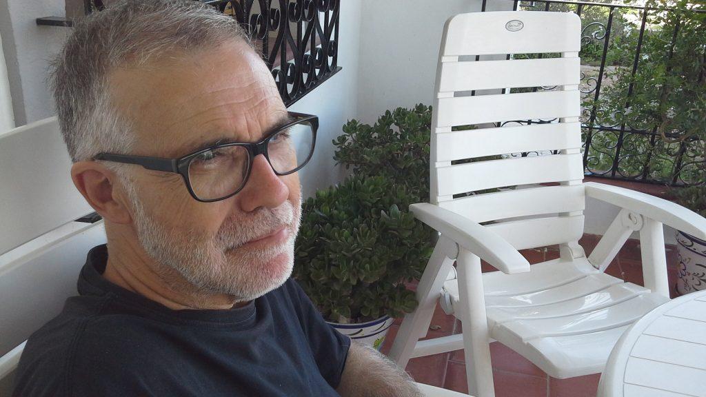 El escritor Pedro M. Domene, en su casa de Huércal-Overa.