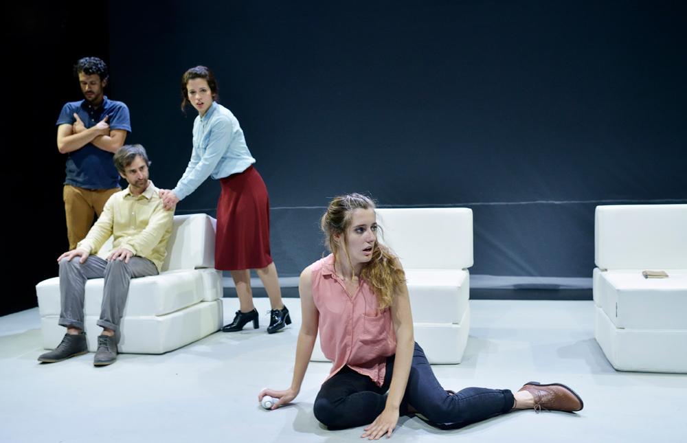 Un momento de la representación de la comedia '¡Me', en los Teatros Luchana, de Madrid.