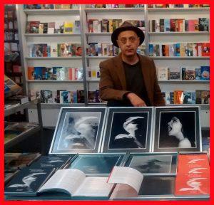 Sergio Abaldi en el estand de la Sociedad Argentina de Escritores, en la última Feria del Libro de Buenos Aires.
