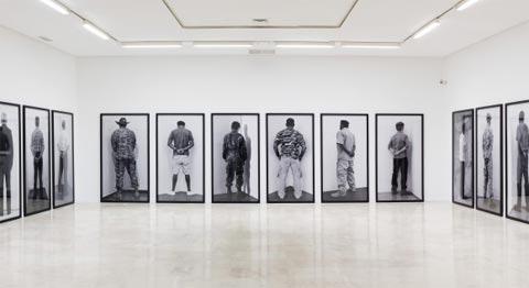 '25 Veteranos, 2.205 Crímenes de Estado': nueva exposición-denuncia de Santiago Sierra