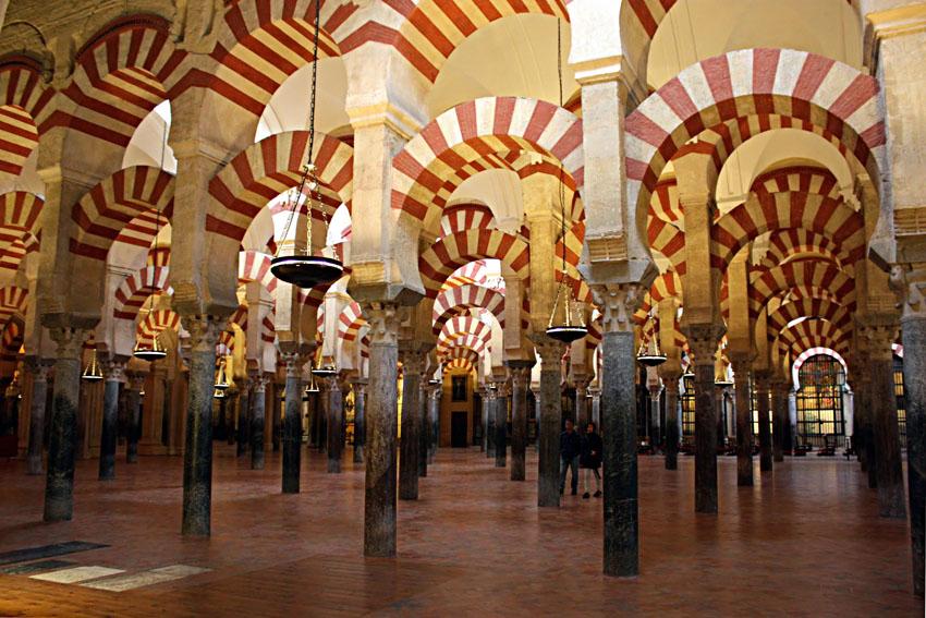 El Ministerio de Hacienda desestimó en 2014 la demanda de un particular que denunciaba la apropiación por parte del obispado de la Mezquita de Córdoba, inmatriculada en 2006. El argumento en el que se basó este organismo fue que la Iglesia es la encargada de gestionar el templo desde que este fuera consagrado por Fernando III el Santo en 1236.