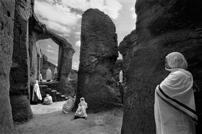 Fotografía de Cristina García Rodero, de su exposición 'Lalibela, cerca del cielo', en el Centro Cultural de la Villa.