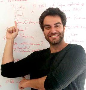 Romuald Fons ayuda a profesionales y a empresas a conseguir clientes, ventas y dinero con su web.