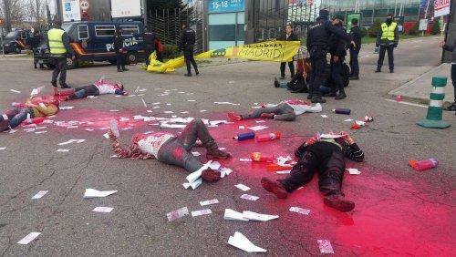 Multas de más de 11.000 euros a activistas de Desarma Madrid por protestar pacíficamente contra la venta de armas