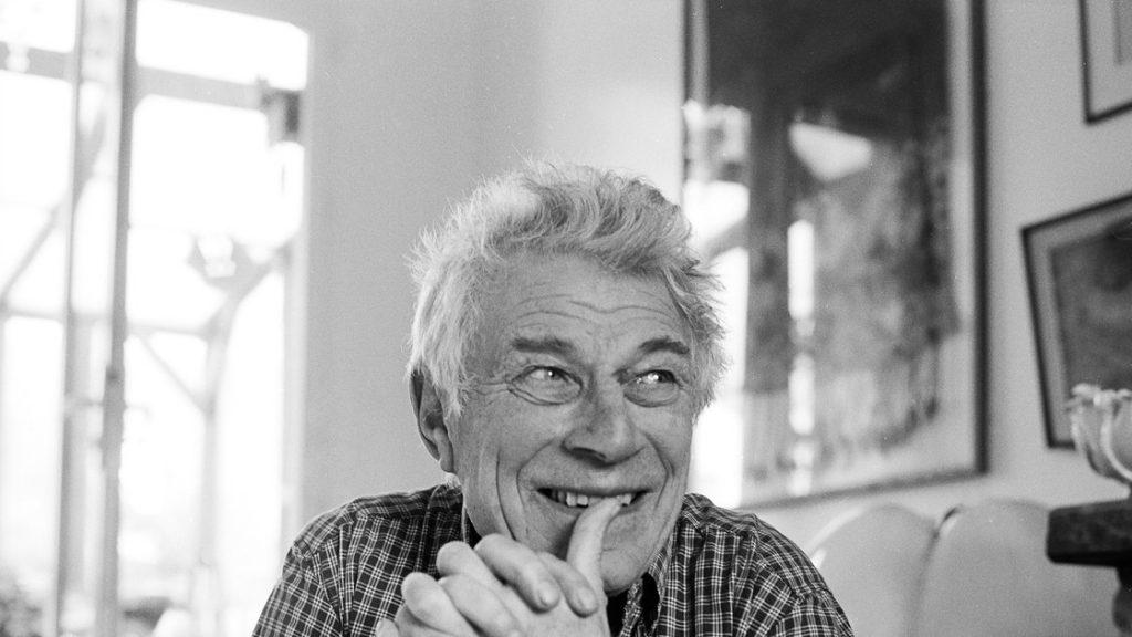 John Peter Berger (Hackney, Londres, Inglaterra,1926-París, Francia, 2017), escritor, crítico de arte y pintor, autor de 'Y nuestros rostros, mi vida, breves como fotos'.