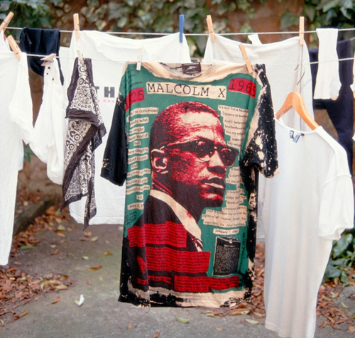 Lyle Ashton Harris. Malcolm X T-shirt. Imagen incluida en Ektachrome Archives. Vídeo de tres canales en alta definición.