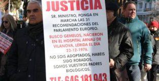 Afectados por el robo de bebés se manifestaron en Madrid, el pasado sábado. (texto y foto de María José Esteso Poves, autora del libro 'Niños robados, de la represión franquista al negocio').