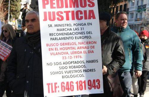 Afectados por el robo de bebés de toda España piden en Madrid la apertura de los archivos