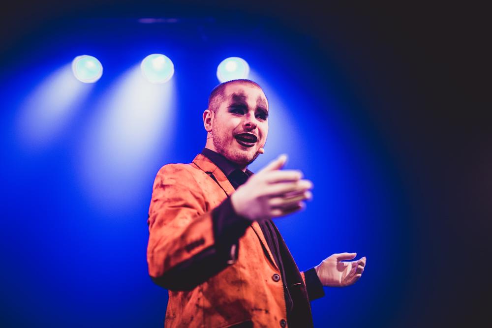 El actor, cantante y bailarín Juando Martínez, intérprete del cabaret 'Últimamente estoy muy fervoroso pero lo que realmente quiero es estar enamorado'.