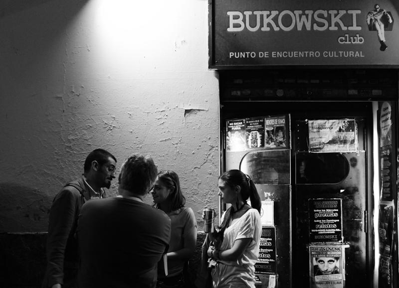 Fachada del ya desaparecido Bukowski Bar, local de inicio de las jams sessions, en Madrid. (Fotografía de Federico Romero y Carmen Lafuente).