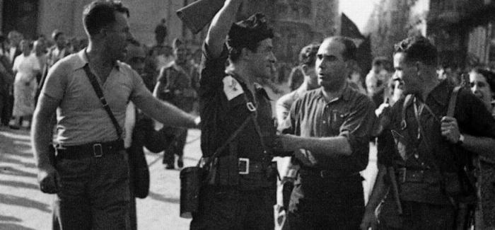 Joan García Oliver junto a Buenaventura Durruti y otros compañeros anarquistas celebran el éxito de la CNT-FAI en el aplastamiento del golpe de Estado fascista en Barcelona del 17, 18 y 19 de julio de 1936.