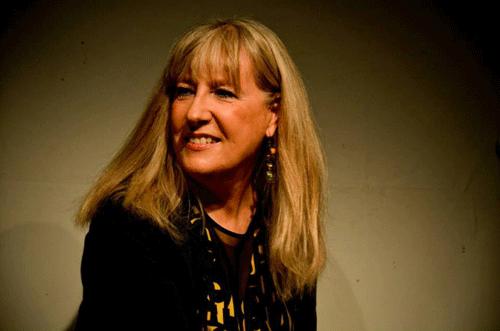 La escritora y crítica literaria, Carmen Canet, autora del libro de aforismos, 'Luciérnagas'.