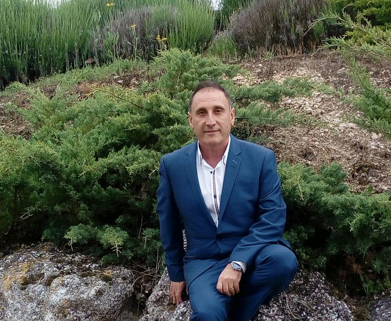 El escritor Tomás Arranz Sanz, autor de la novela 'Los muchos'.