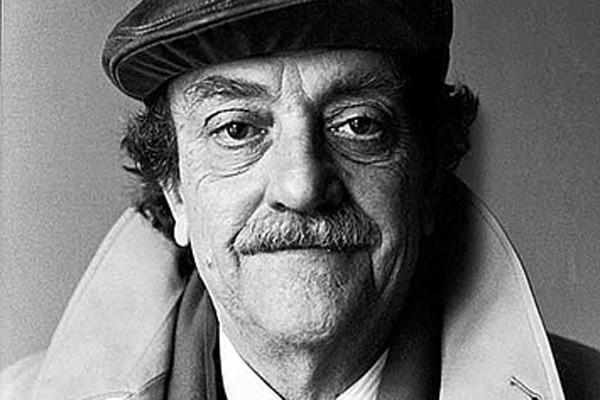 Kurt Vonnegut (Indianápolis, Indiana, 11 de noviembre de 1922-Nueva York, 11 de abril de 2007) escritor estadounidense, autor de 'Cronomoto'.