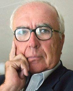 Román Gubern escritor e historiador, especialmente de libros sobre cine y cómic.