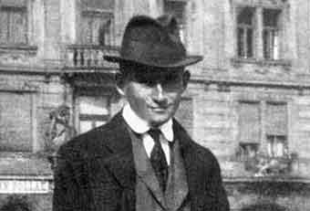 """""""El castillo"""" de Kafka, un relato sórdido y onírico, ilustrado magistralmente por Luis Scafati"""