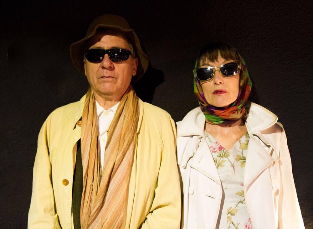 Víctor Ríos y Celia de Juan en un momento de la representación de 'La casa de papel de los hermanos Nadie'.