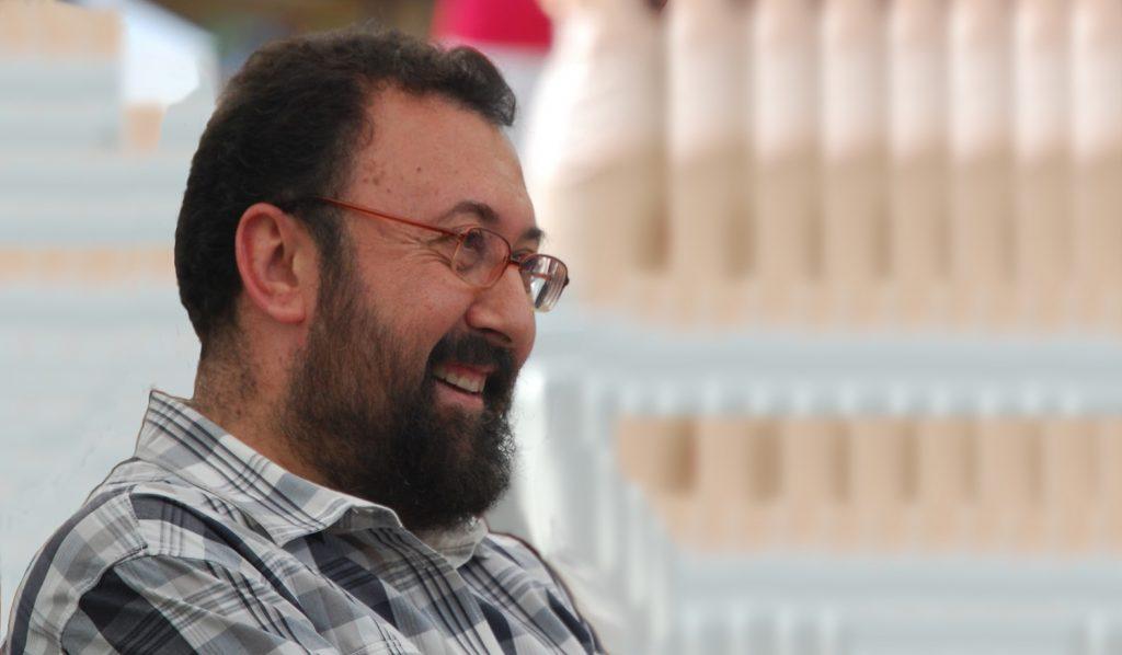El escritor Hipólito G. Navarro, en la Feria del Libro, de Madrid. (Fotografía de A. Mejías).