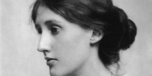 La escritora británica Virginia Woolf renovadora de la novela moderna.