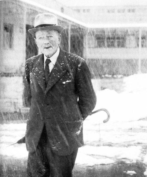 El narrador y poeta suizo Robert Walser, autor de 'El paseo'.
