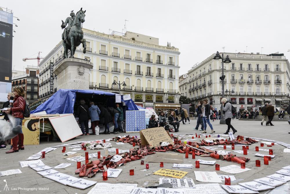 Carpa instalada en la Puerta del Sol, en donde continúan en huelga de hambre las activistas de Ve la luz. (Fotografía: Paco Blanco)