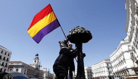 Manifiesto por la III República de la Plataforma Republicana de Madrid, en la Puerta del Sol