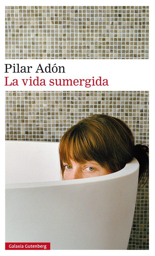 Portada de La vida sumergida (Galaxia Gutenberg, 2017), de Pilar Adón, última colección de cuentos, recientemente publicada.