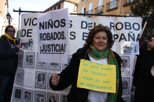 Afectados por el robo de bebés, en la manifestación de Madrid, el pasado sábado, 27 de enero, 2018 (texto y fotografías de María José Esteso Poves, autora del libro 'Niños robados, de la represión franquista al negocio').