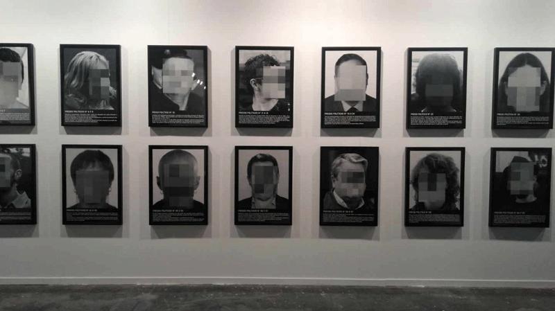Obra de Santiago Sierra, titulada Presos Políticos, retirada de Arco 2018.