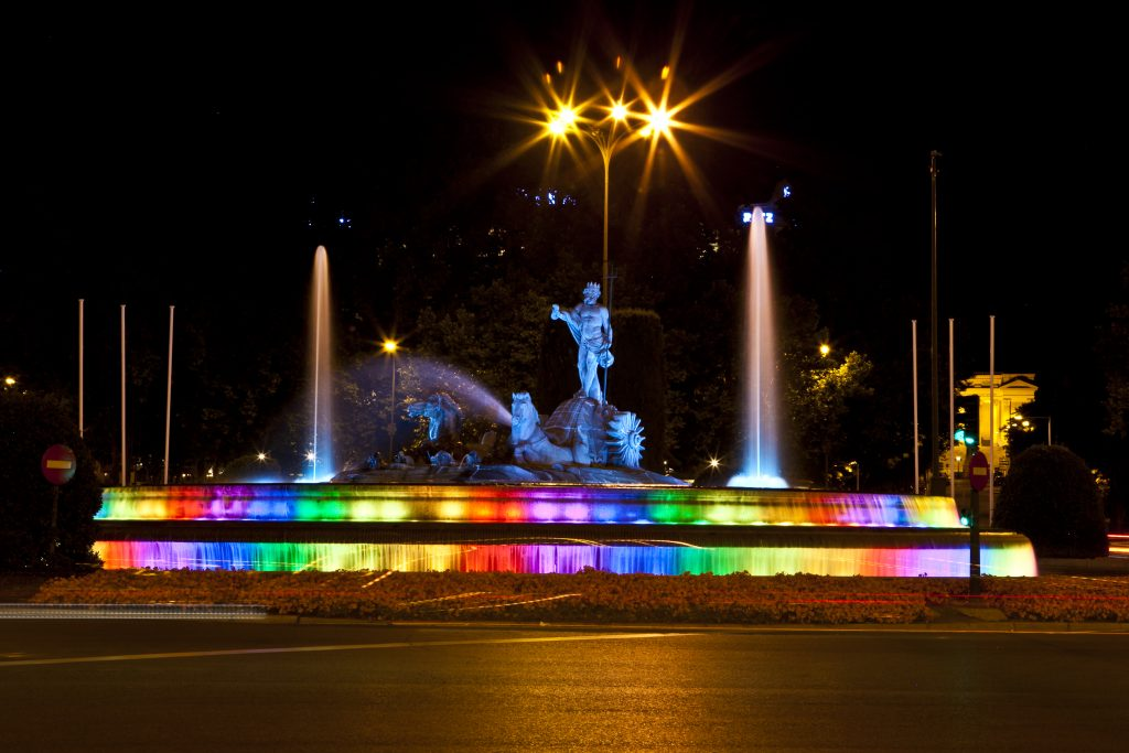 Una novedad de este año es la iluminación de Neptuno, con los colores del arcoíris.