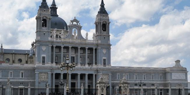 Comunicado de numerosas asociaciones en contra de que Franco vaya a la Almudena
