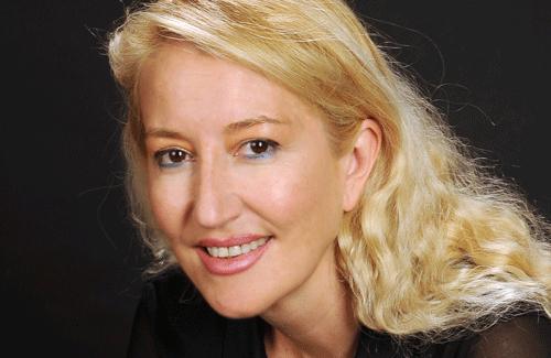 Isabel Abenia recrea el mundo clásico griego de Delfos en su novela 'La última sibila'