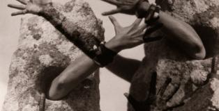 Claude Cahun. Combat de Pierres, 1931.