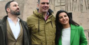 El presidente de VOX, Santiago Abascal, junto al secretario general de Vox y candidato al Ayuntamiento de Madrid, Javier Ortega Smith y la candidata a la comunidad de Madrid, Rocio Monasterio.