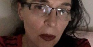 Carmen Narbarte autora de Dichosos canibales.