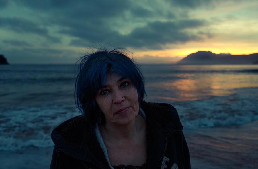 Ana Fabregat autora del libro de relatos Como un hueso de cereza (Editorial Adeshoras, 2019).