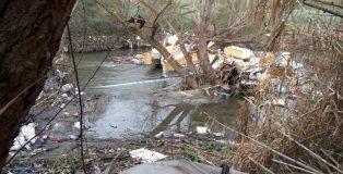 Ecologistas en Acción denuncia vertederos ilegales en el Parque Regional del río Guadarrama.
