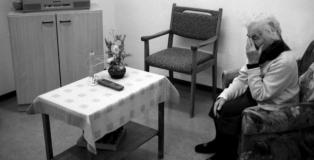 Amnistía Internacional denuncia que se han vulnerado derechos humanos en las residencias de mayores de Madrid.