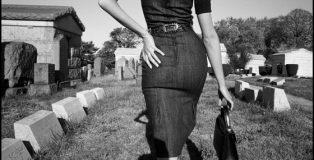 Sesión fotográfica para Funeral de la Mafia. Queens, Nueva York, EE.UU., Bruce Gilden (n. 1946), 2005 © Bruce Gilden/Magnum Photos.