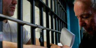 En España hay ciento sesenta y cuatro curas y tres mil voluntarios católicos que entran y salen de las prisiones en una obra supuestamente social.