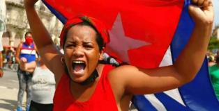 El tuit de Bachelet con la falsa imagen de una cubana y las redes sociales como campo de batalla.
